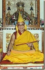 Tenzin Gyatso-sárga süveges