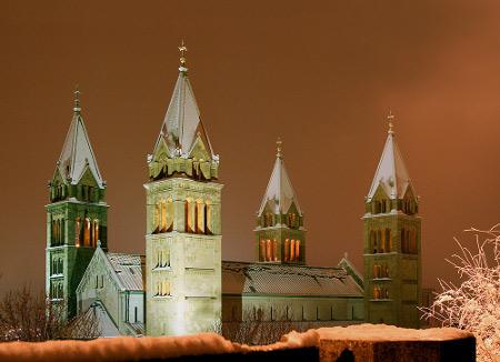 snow_pecs_szekesegyhaz_450x