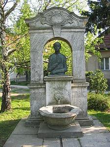 Sajnovics_janos_szobor_torda_2005_rn