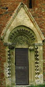 Csempeszkopács, a Szent Mihály templom déli kapuja