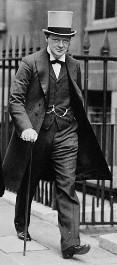Winston_Churchill_verl_sst_das_Geb_ude_der_Admiralt_t_(1912)