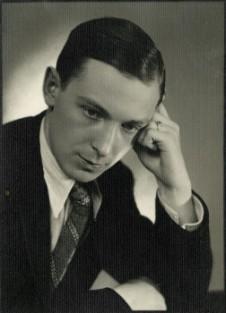 Dsida Jenő (Szatmárnémeti, 1907. május 17. – Kolozsvár, 1938. június 7.) erdélyi magyar költő.