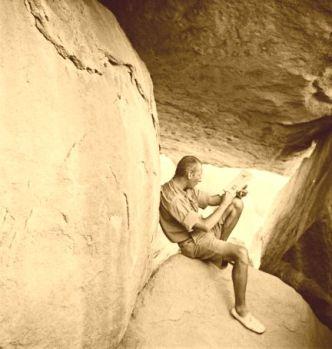 Almásy László az Úszók barlangjában