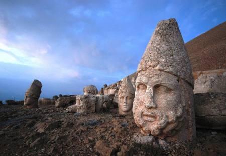 Nemrut Dağ szobrai
