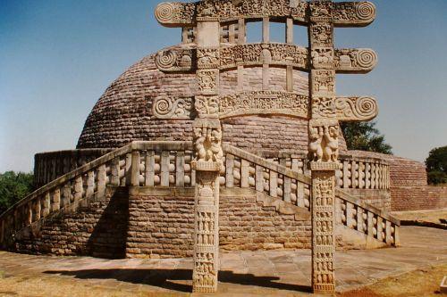 Sanchi_Stupa_Nr._3_(1999)