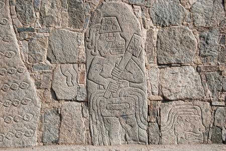 Egy Chavín előtti perui templom, Cerro Sechin környékén kőtömbökre faragták a harcosok, illetve a legyőzött és megcsonkított ellenség menetét. A foglyok emberáldozatként való bemutatása több andesi civilizációban is szokás volt.