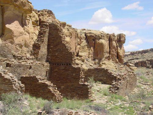 Chaco_Canyon_Hungo_Pavi_ruins_staircase_NPS