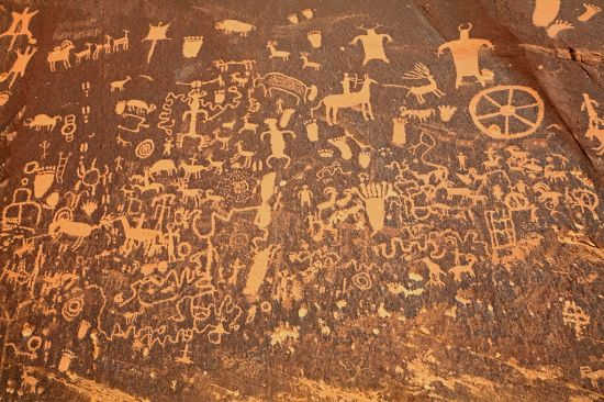 Newspaper_Rock_closeup