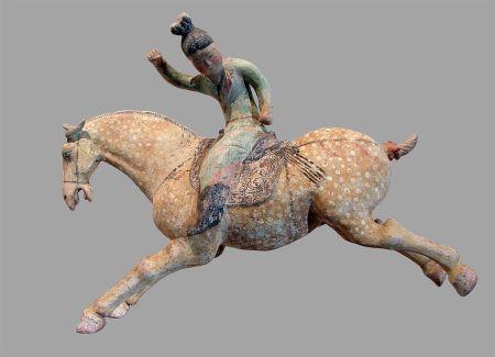 Kerámia női polo játékos Észak-Kínában, a Tang-dinasztia, 8. század első felében.