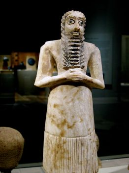 Mesopotamia_male_worshiper_2750-2600_B.C