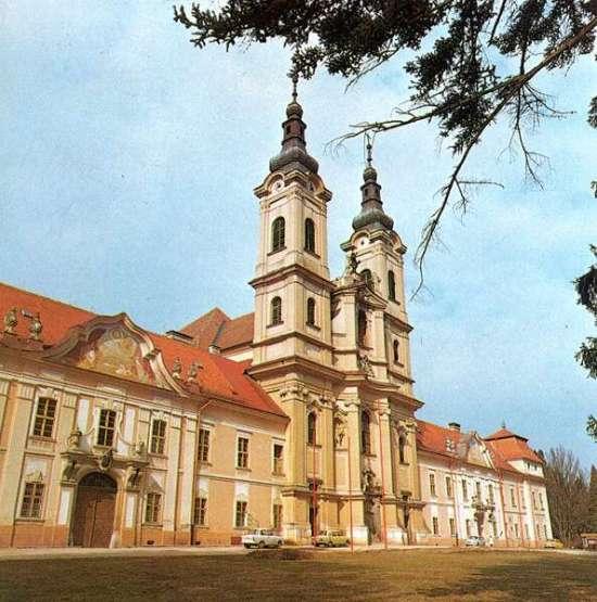 Jászó, premontrei kolostor és templom