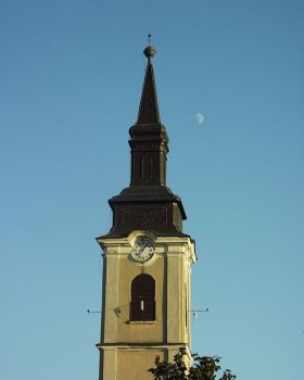 A gyulavári templom és a Hold