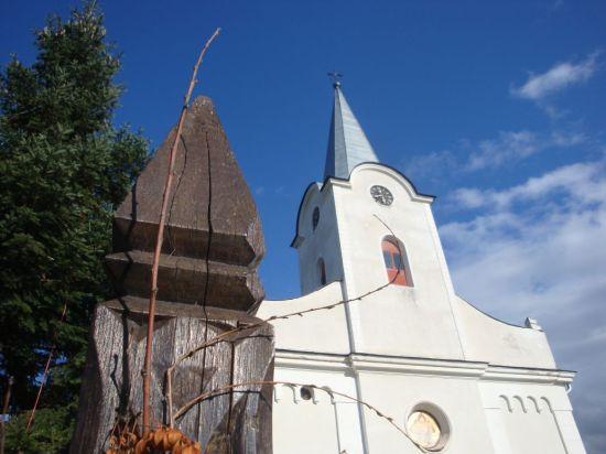 Templom és kopjafa (Istensegíts)
