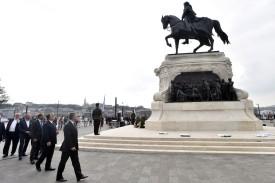 gróf Andrássy Gyula lovasszobra a Kossuth téren