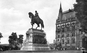 gróf Andrássy Gyula lovasszobra egykor