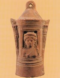 Lámpaház istennő mellképével (Egyiptom)