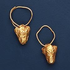 Arany fülbevalópár bikafejes alakú függővel