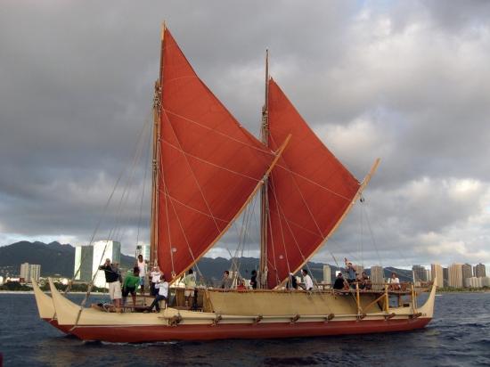 Polinéz hajó modern rekonstrukciója (2009)