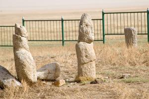 kőszobrokkal jelölt sírhelyek