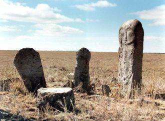 Kazah kőszobrok