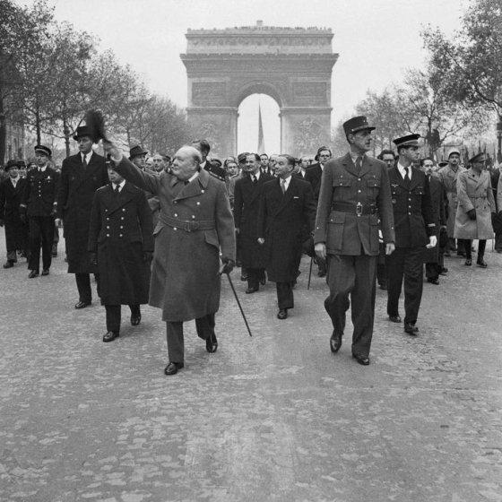 de Gaulle and Churchill in Paris, 1944