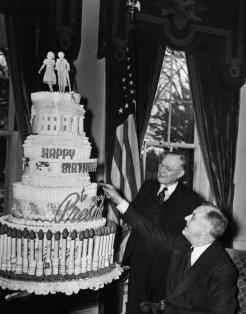 FDR Presidency. US President Franklin Delano Roosevelt admiring his birthday cake, circa late 1930s.
