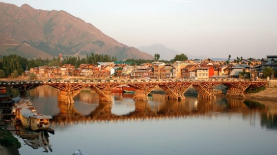 In front of the old town of Srinagar, India, houseboats are rocking on the waters of the Jhelum River