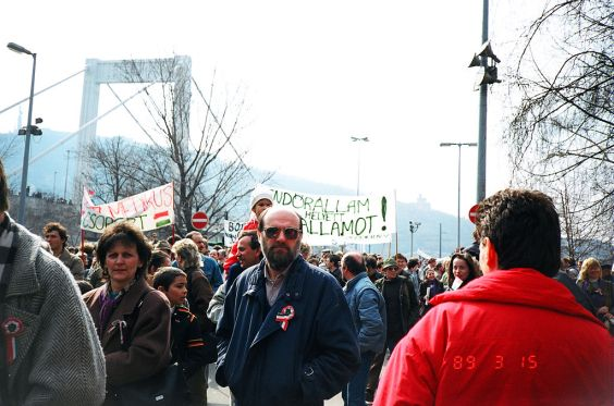 March 15, 1989 in Budapest, at the Petőfi statue (Image: Wikiwand)