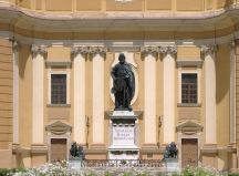 Bronze statue of St. Ladislaus in front of the cathedral