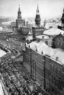 Crowd celebrating Yuri Gagarin on Red Square