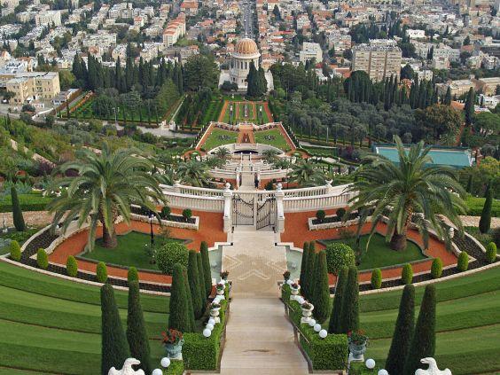 Bahá'í_gardens_by_David_Shankbon