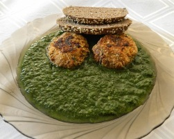 Spinach vegetable with zucchini burger and flaxseed loaf