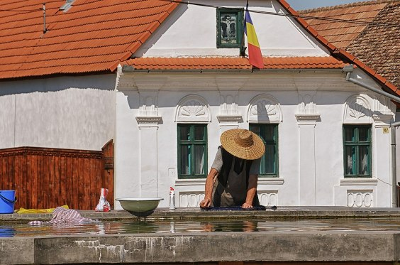 Woman washing her carpets at the butler in Torocko