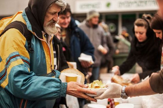 Distribution of food to the homeless before Christmas