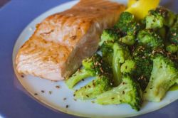 Baked salmon with sesame broccoli